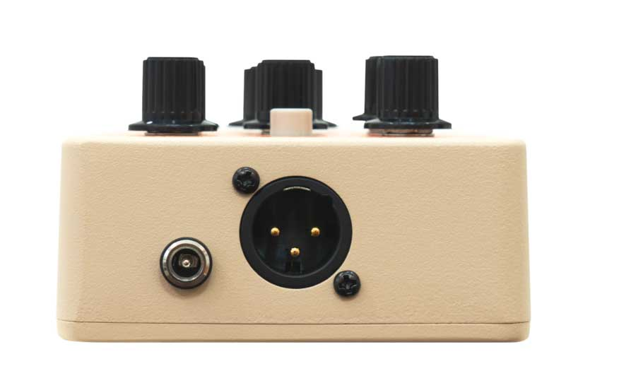 Orange Acoustic Pedales un pedal preamplificador para guitarra acústicaque brindaun sonido acústico sumamente transparente, dinámico y con una calidad profesional.