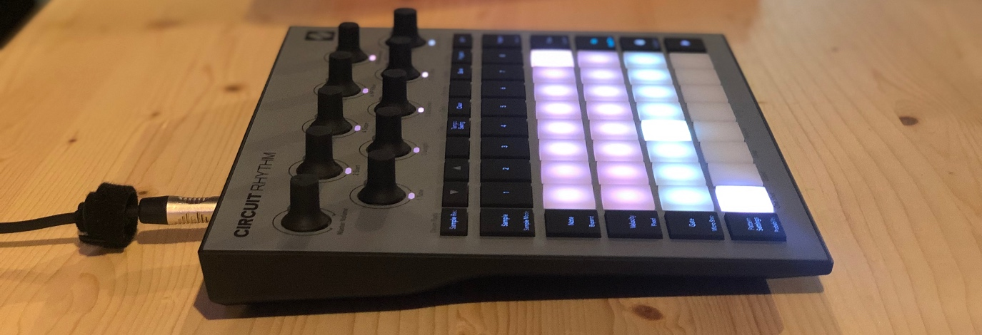 NovationCircuit Rhythm, un completosistema de producción musicaldiseñado para lacreación e interpretación de ritmos